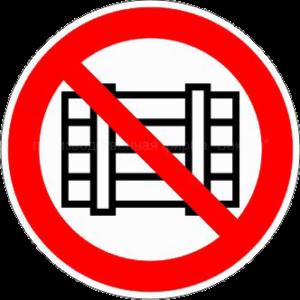 Запрещается загромождать проходы и складировать