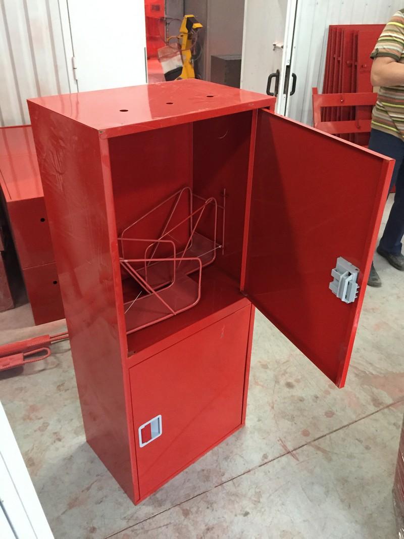 Пожарный шкаф для огнетушителей